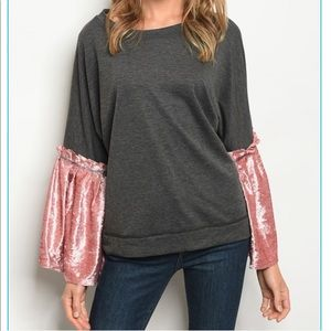 Tops - 🎀🎀Lovely Grey Top w/Pink Crushed Velvet